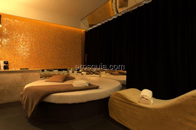 Le sue lussuose e moderne camere sono equipaggiate con tutto ciò che è...