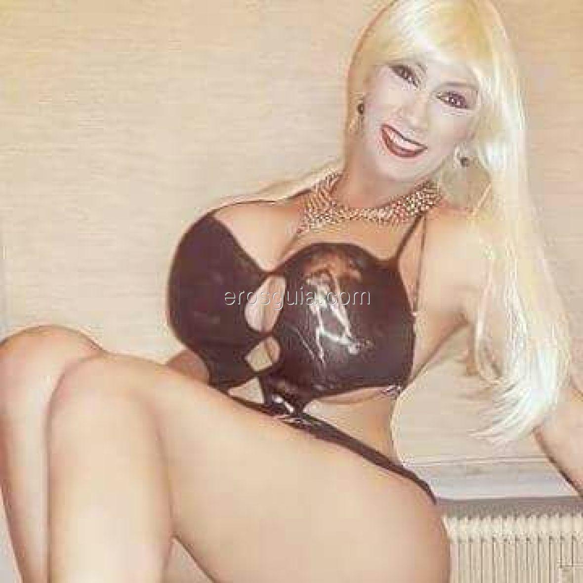 Faccio travestitismo e ho molti giochetti, intimo e parrucche per giocare