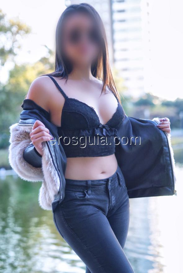 Ella sabe ponerle un punto de picardia y sensualidad a medida y siempre se...