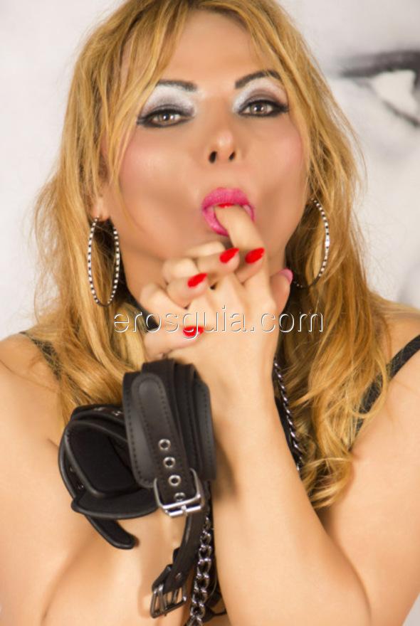 Soy Adriana Alves, rubia espectacular de 26 años y brasileña