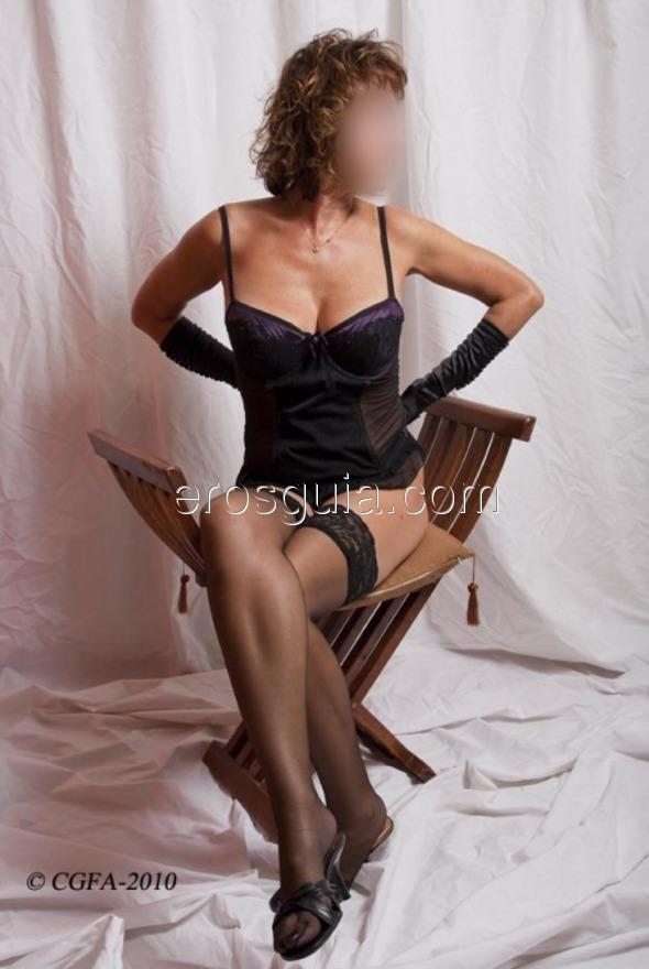 Ciao a tutti! Mi chiamo Tiziana, la ex attrice porno dalle tette grandi e...